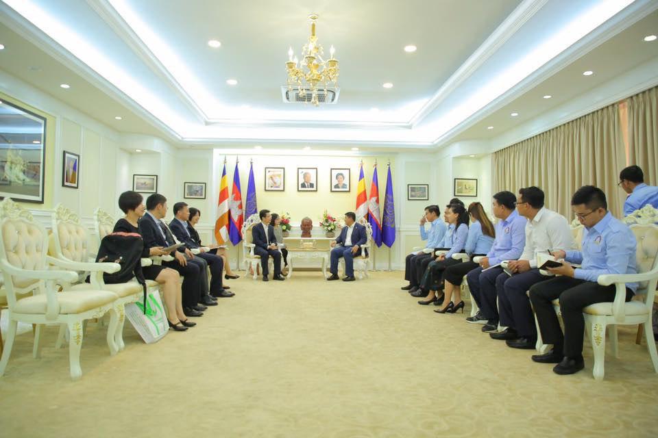 លោក សាយ សំអាល់ ទទួលជួបសម្តែងការគួរសមនិងពិភាក្សាការងារជាមួយគណៈប្រតិភូជាន់ខ្ពស់នៃសហព័ន្ធយុវជនទូទាំងប្រទេសចិន (All-China Youth Federations)
