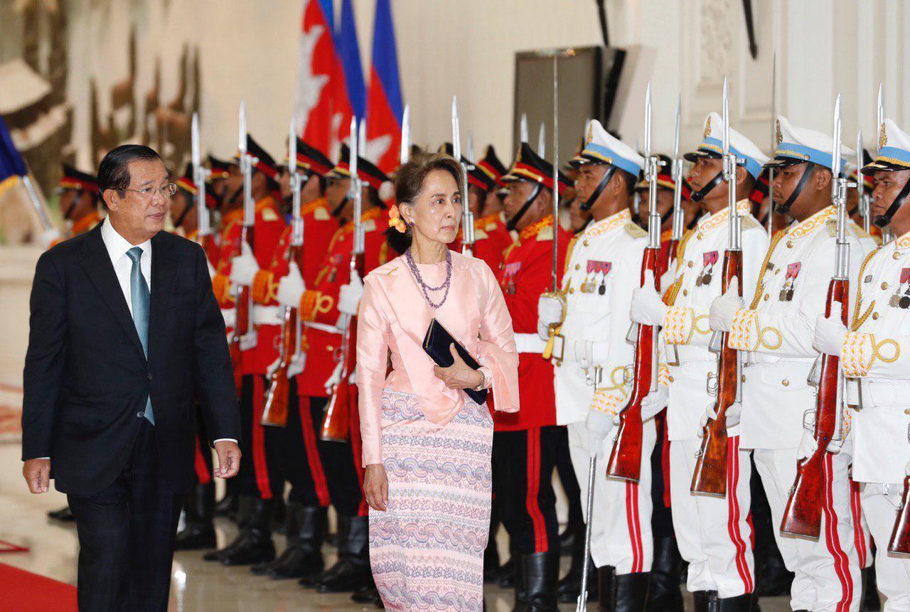 វីដេអូ៖ សម្តេចតេជោ ហ៊ុន សែន អញ្ជេីញជួបពិភាក្សាការងារជាមួយលោកជំទាវ អោង សានស៊ូជី (Aung San Suu Kyi)